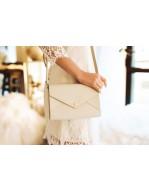 Le sac à main de la mariée