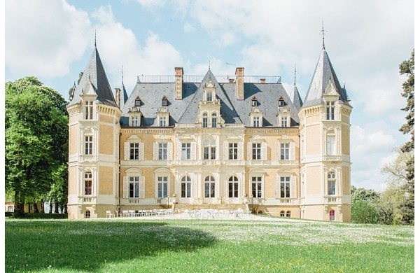 Getting married in a french castle, inspiration shooting by Maxime Bernadin